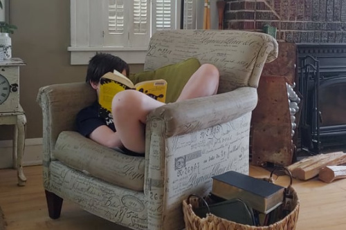 Homeschool Moms, Beware the YA Book Shelves {with a few exceptions} #homeschooling #teenreads #YAbooks
