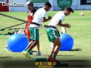 Lucas Mugni y José Alfredo Castillo en el entrenamiento de Oriente Petrolero en San Antonio - DaleOoo