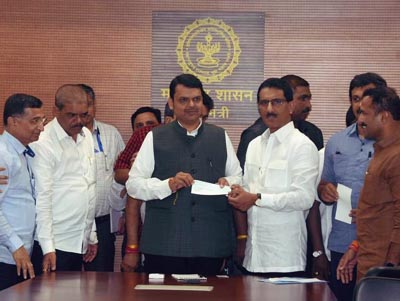Sunil Rane giving cheque to CM of Maharashtra Devendra Fadnavis