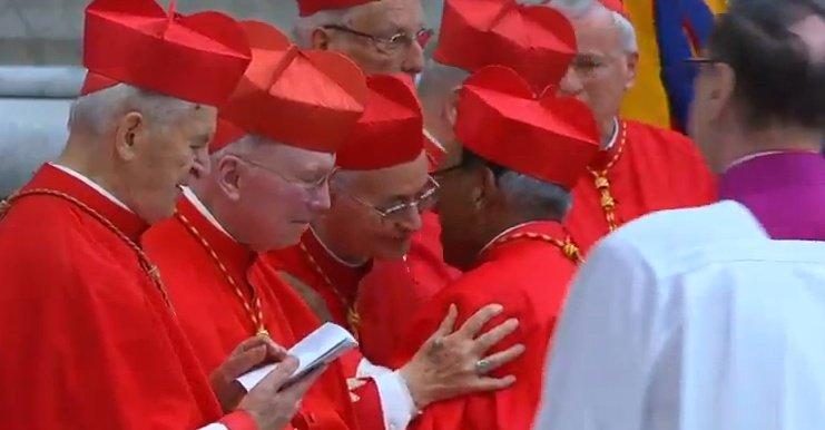 Monseñor Ticona fue consagrado este jueves en el Vaticano como nuevo cardenal de la iglesia en Bolivia / ABI