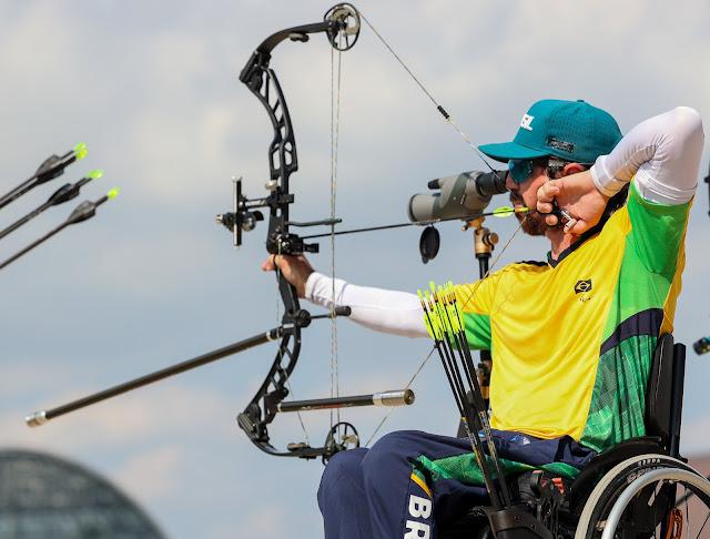 Andrey de Castro prepara flecha