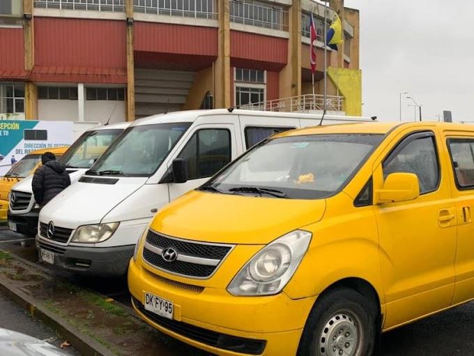 Furgones escolares y taxis refuerzan el trabajo de salud en Concepción