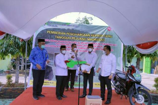 Kembangkan Pendidikan Madrasah, Guru Tangguh Pejuang Madrasah dapat Penghargaan
