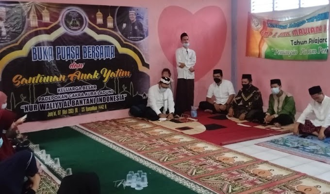 Peguron Nur Waliyy Al Bantani Buka Puasa bersama Anak Yatim di Ponpes Maulana Hasanudin