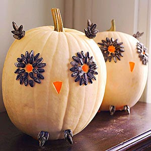 http://www.bhg.com/halloween/pumpkin-decorating/easy-owl-pumpkins-for-halloween/