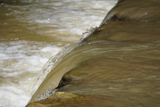 מפל מים - סכר כנף לבנה