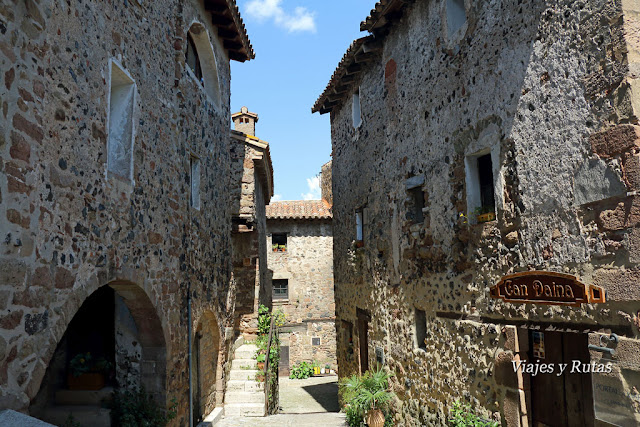 Construcciones de Santa Pau en la Garrotxa, Girona