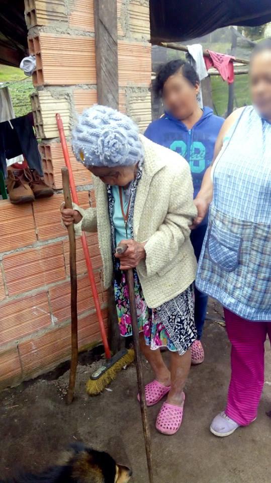 Abuelita en estado de abandono recibe atención integral