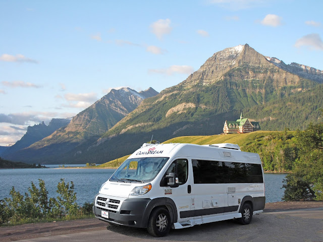 CanaDream Van i Waterton Lakes National Park i Alberta, Canada