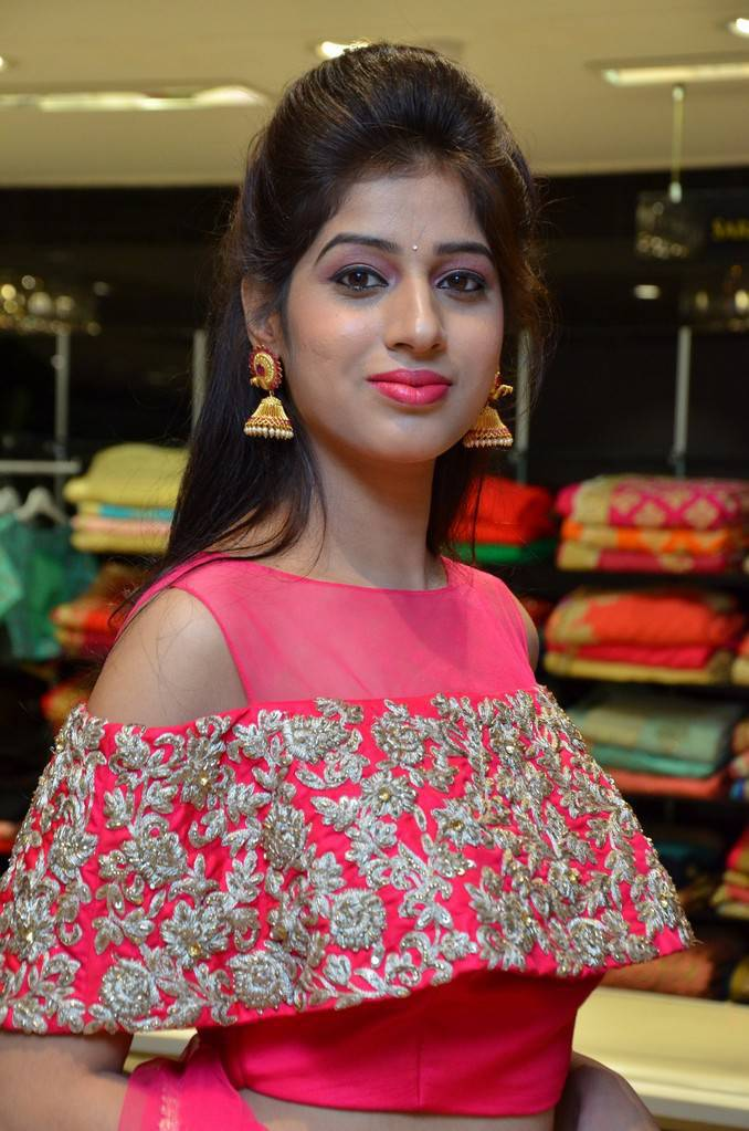 Telugu Girl Naziya Khan Navel Pics In Red Dress
