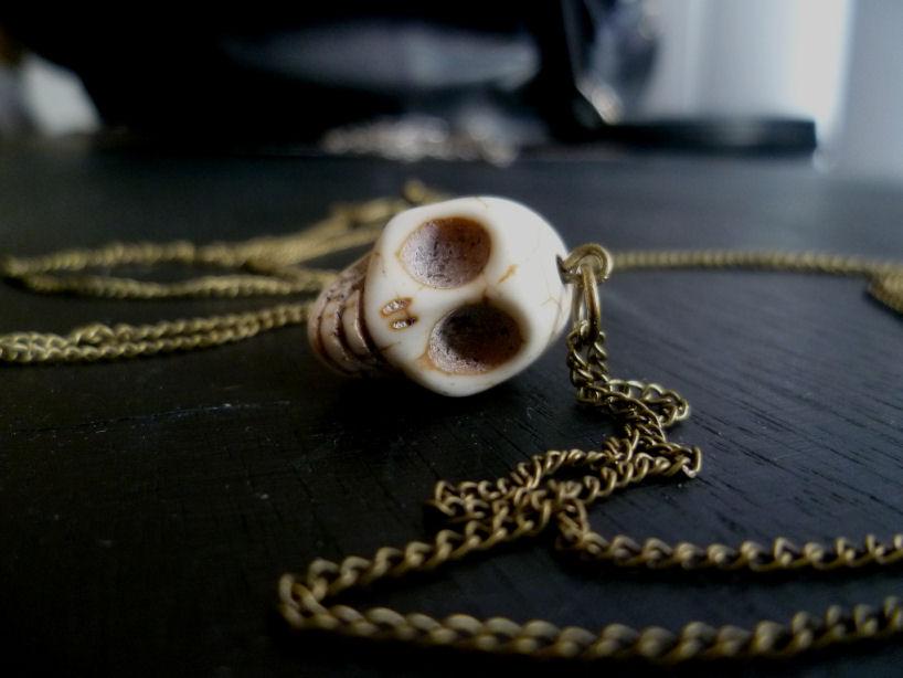 sportsgirl skull necklace
