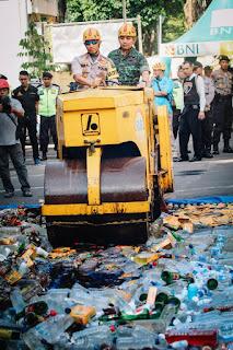 1.322 Botol Miras Dimusnahkan Polres Lumajang