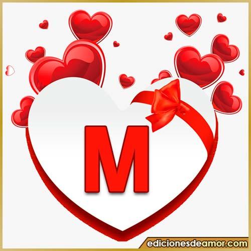 corazones volando con letra M