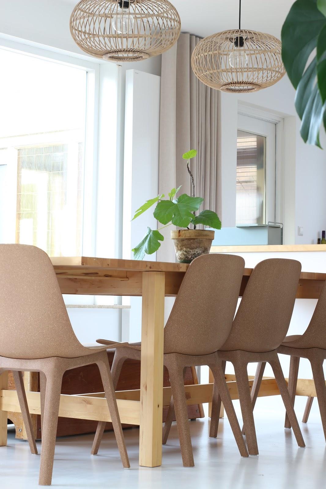 Ikea Eettafel 4 Stoelen.Vintage Eetkamertafel En Ikea Odger Stoelen
