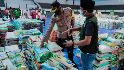 Forkopimda Lumajang Salurkan Bantuan 19.681 Sak Beras Kepada Masyarakat Terdampak PPKM