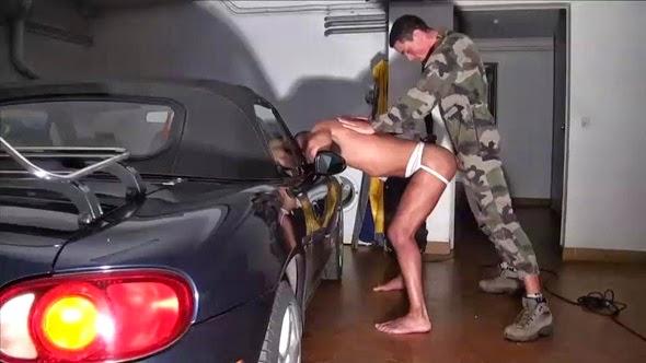Militar metendo
