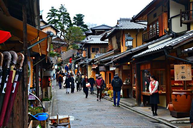Can you spot Kyoto's Edo-style Starbucks in the busy Ninenzaka street?