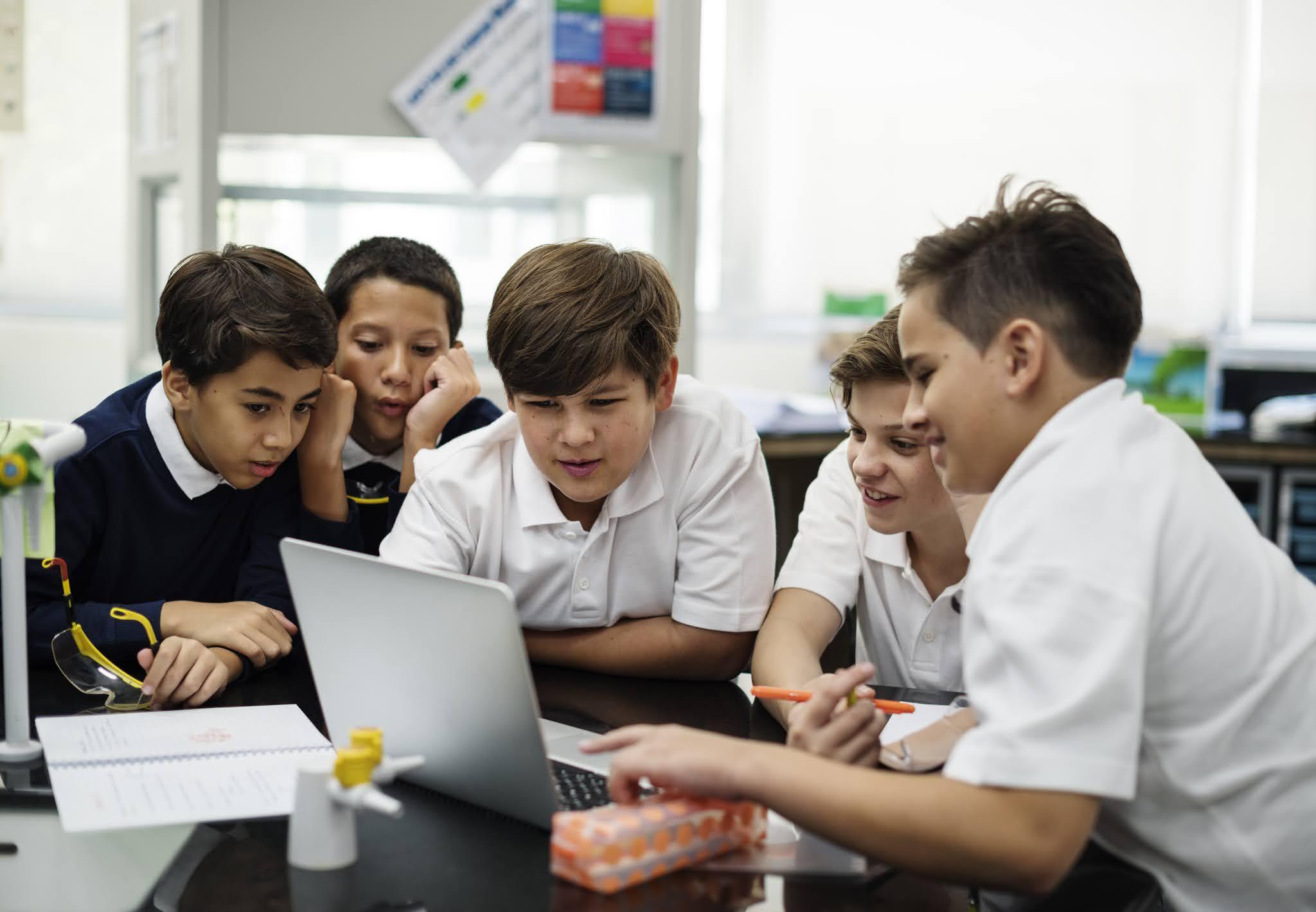 الإمارات تبحث سبل تطوير مستويات التعليم الأكاديمي