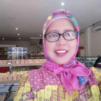 Masyfu'ati Masyrofah, S.Pd (Kepala SMP Islamiyah Widodaren)