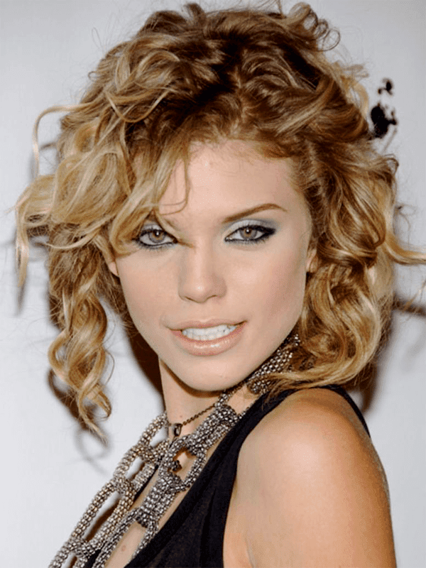 24 Best Curly Hairstyles And Haircuts For Naturally Curly Hair