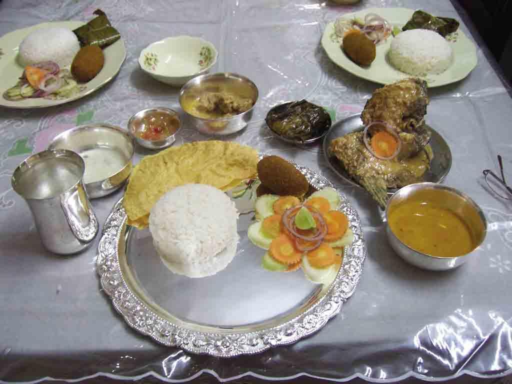 https://1.bp.blogspot.com/-37jcRfZ9534/TaabGff36xI/AAAAAAAALDk/Y3TynBDJA3w/s1600/Bengali%252520Food-713496.jpg