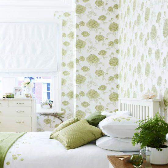 Wallpaper Dinding Kamar Tidur Motif Bunga Klasik