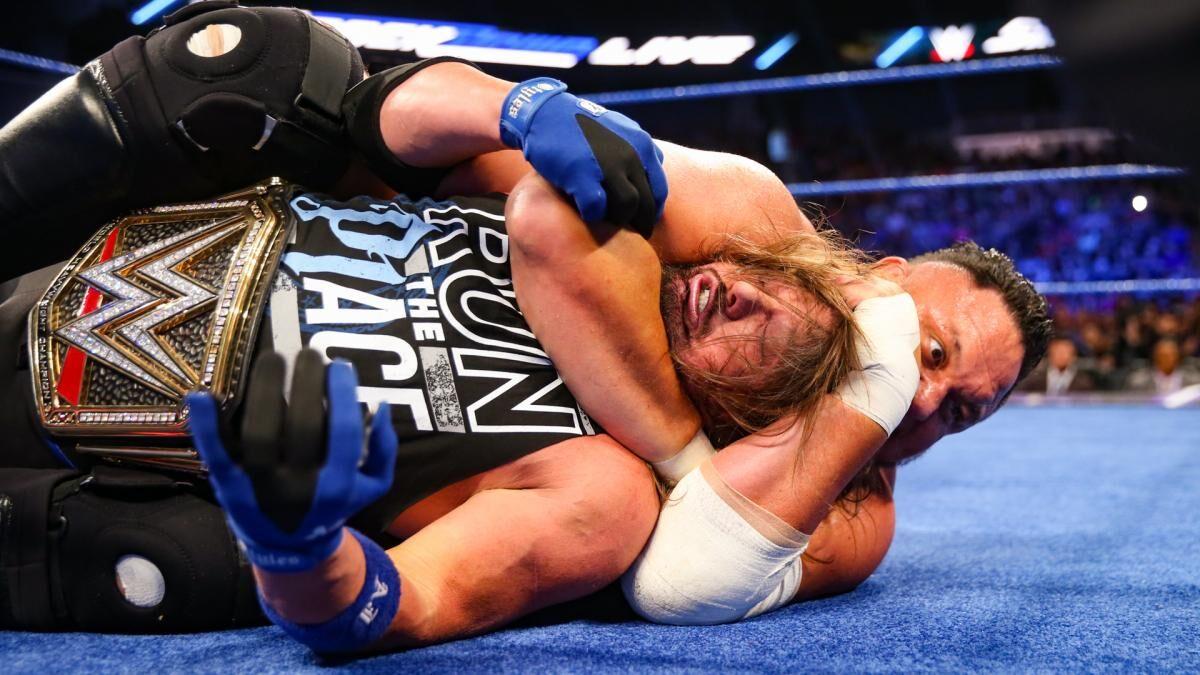 Samoa Joe adorava aplicar o Coquina Clutch em AJ Styles por causa do cheiro de seu cabelo