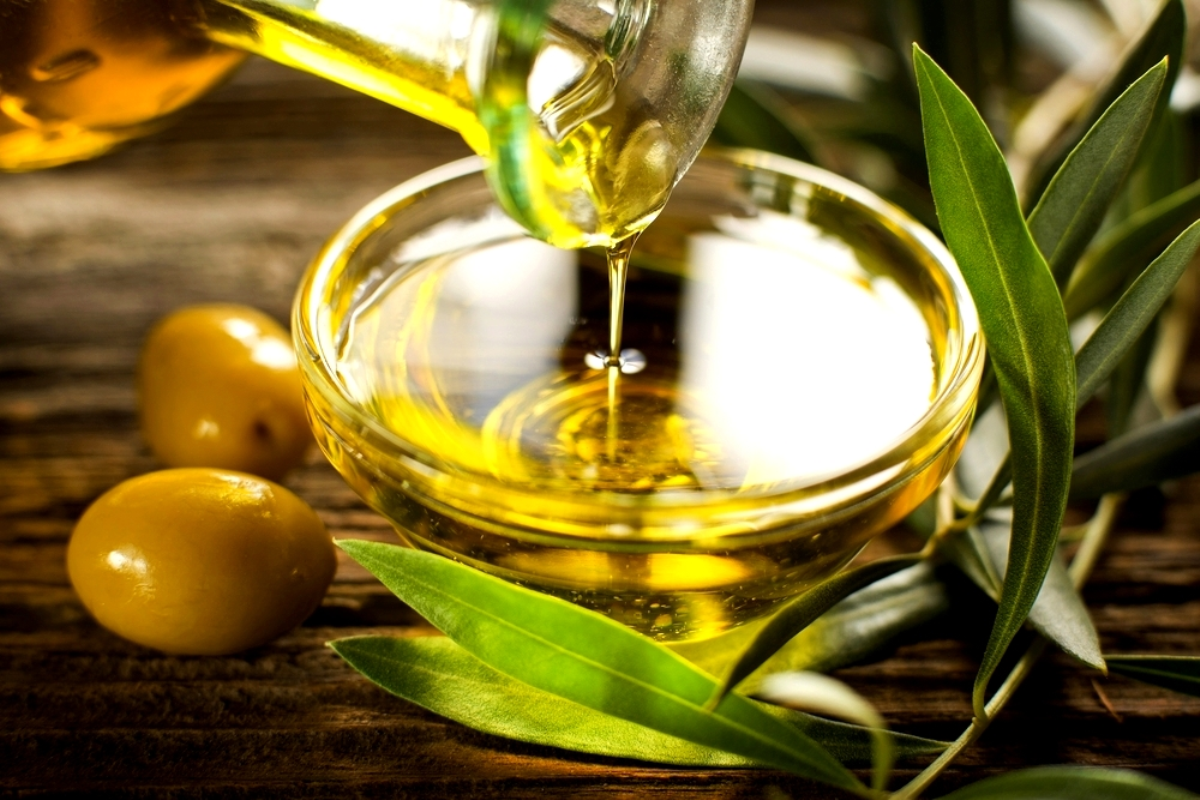 How to remove makeup Naturally with olive oil