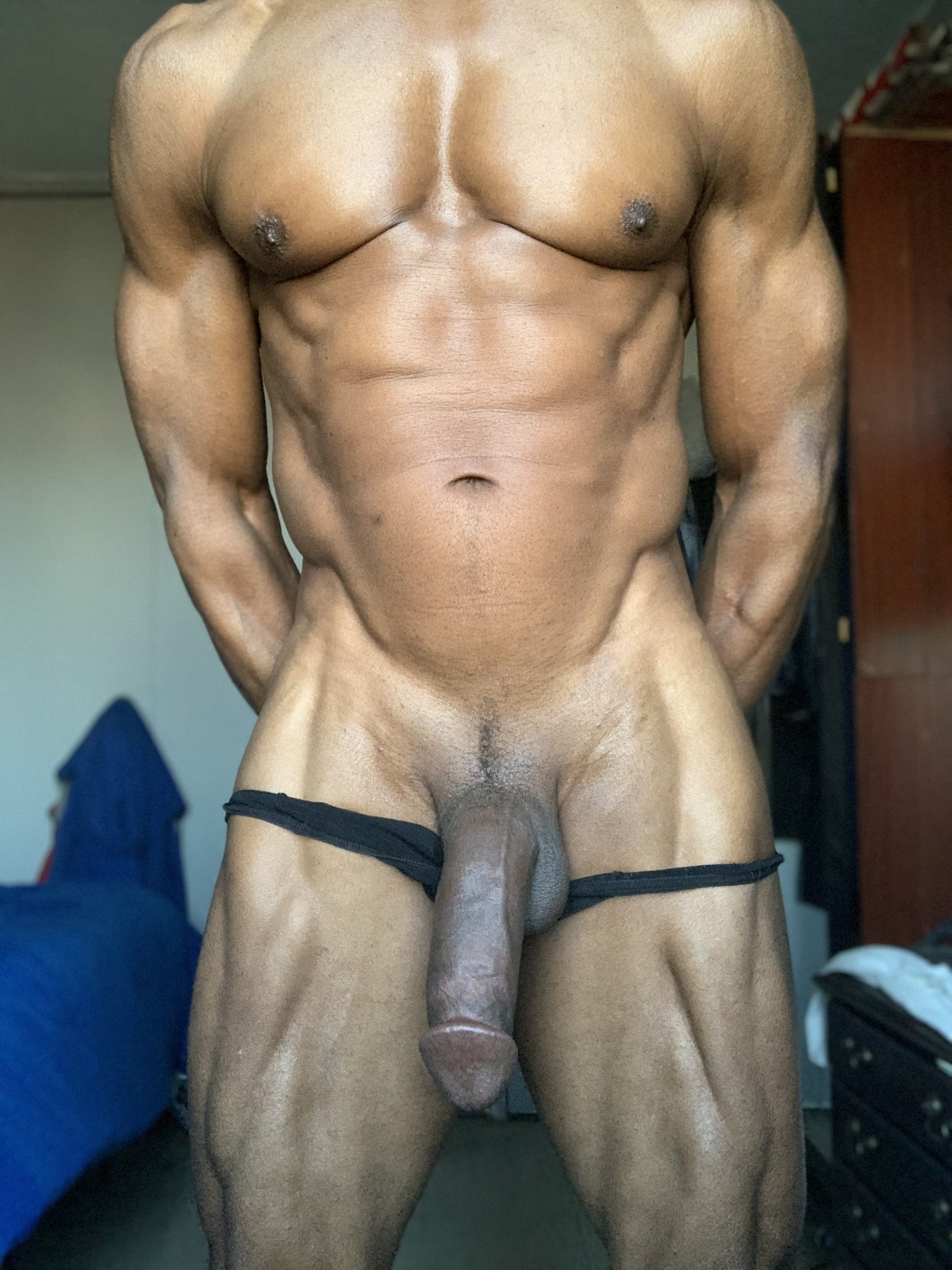 negro desnudo