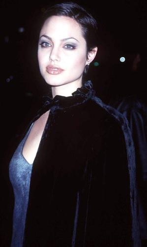 Foto de Angelina Jolie con cabello corto