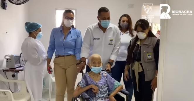 https://www.notasrosas.com/Se reinició vacunación contra Covid-19 para mayores de 70 años en Riohacha