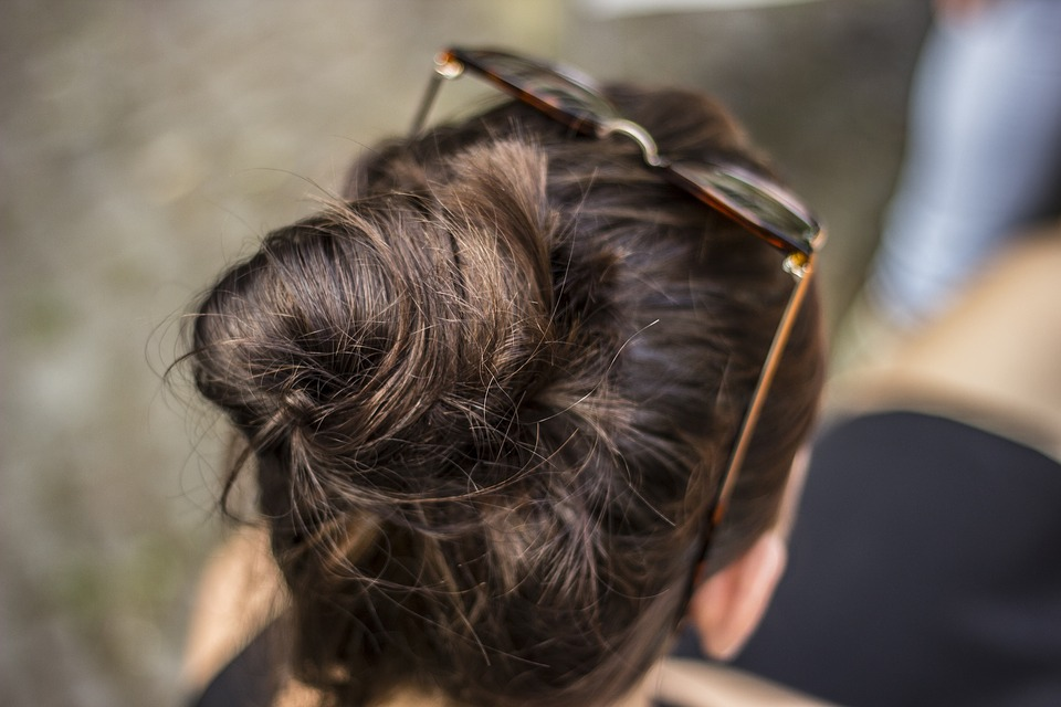 Hot Bun Hairstyles to Look and Feel Good for the Summer
