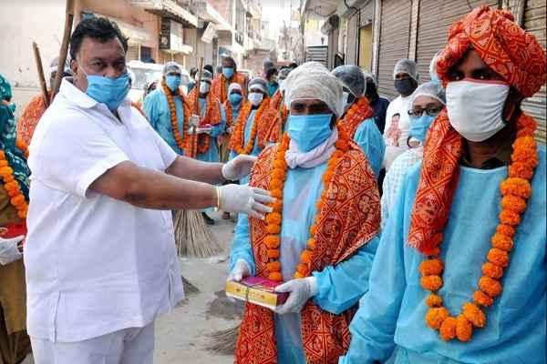 lakhan-singla-give-respect-to-macf-safaikarmi-corona-virus-lock-down