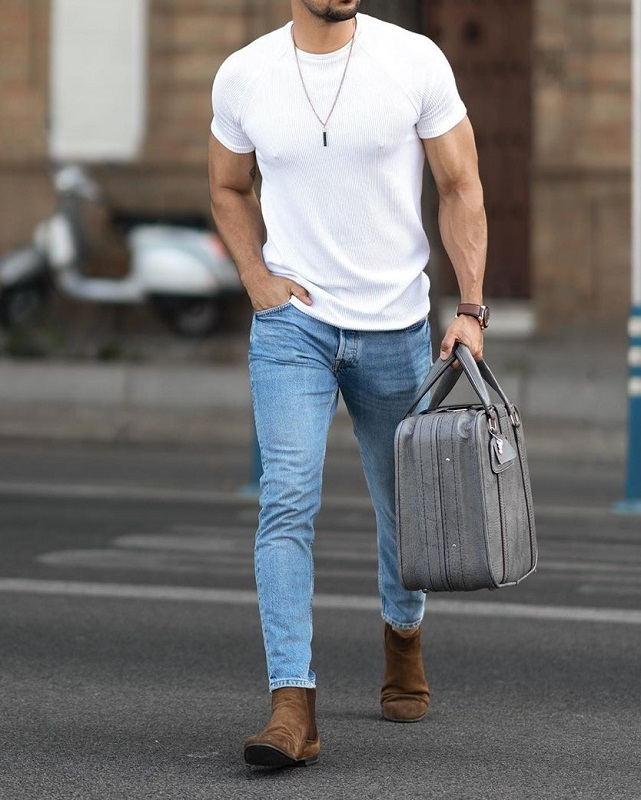 Half sleeve's round neck T shirt and jeans.