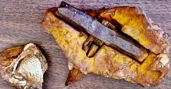 रहस्यमय प्राचीन करोड़ों साल पुराना हथौड़ा, Mysterious Ancient Hammer, Mysterious ancient hammer, london hammer, london artifact ,400 million year old hammer, mystery of the ancient old hammer,