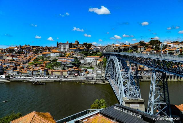 A Ponte Luís I, maior cartão postal do Porto, vista da estação do Teleférico de Vila Nona de Gaia