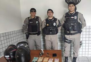 Policiais do 4º BPM prendem suspeito de roubo, apreendem adolescente, arma e recuperam dinheiro