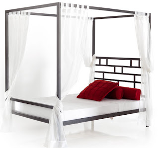 cama con dosel de forja moderna