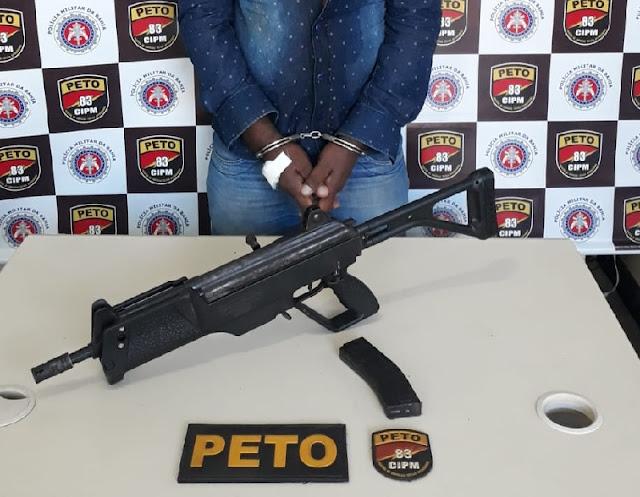 Homem é detido pela PM de Barreiras com arma adulterada que pertencia a PM do Pará