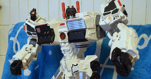 Toy Review: Takara Generations Metroplex w/Scamper TG-23 review part 1 of 3!