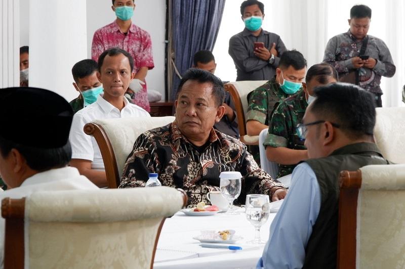 Ketua DPRD Jabar Bersama Gubernur Bahas Pelaksanasn Test Massal COVID -19