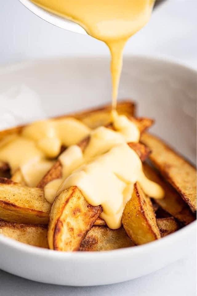 بطاطس متحمرة في الفرن بالجبنة