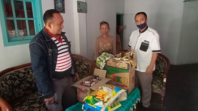 Memo Timur Bersama Sadarkum Santuni Penjual Rujak Kurang Beruntung