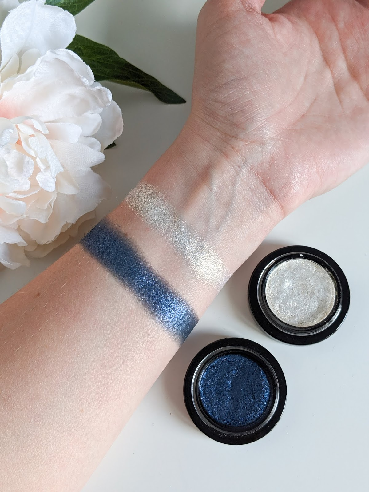 Victoria_Beckham_Beauty_Lid_Lustre_Blonde_Midnight_Swatches