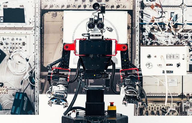 Robo astronauta Gitai