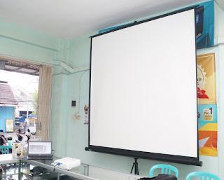 Layar Proyektor MyScreen 84 Inch Bekas