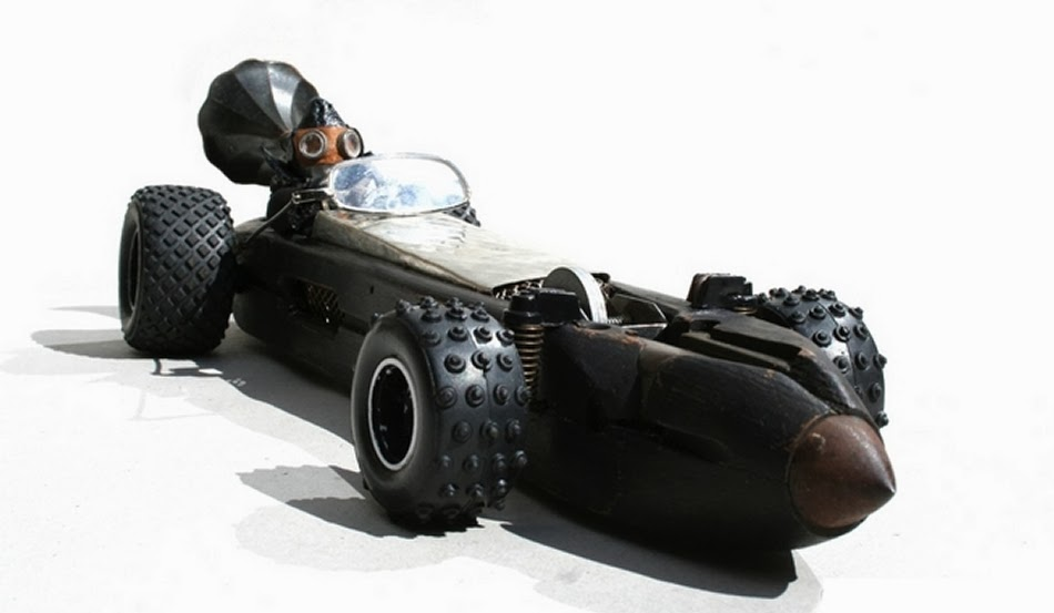 12-Septimus-Dirt-Racer-Derek-Scholte-Recycled-Toy-Sculptures-www-designstack-co