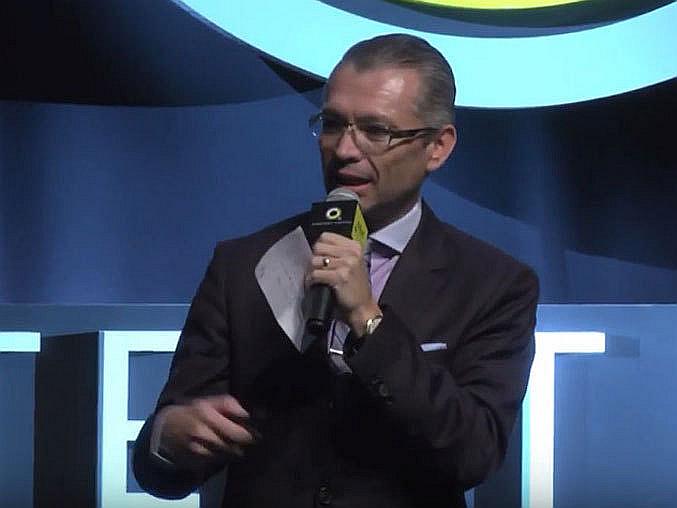 José Luis Higuera durante la presentación de ChivasTV.