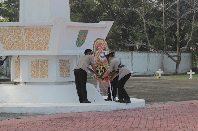 Kegiatan ziarah dan tabur bunga ini dipimpin langsung oleh Kapolda Riau Irjen Pol. Agung Setya Imam Effendi S.H., S.I.K., M.SI dan diikuti oleh Wakapolda Riau Irwasda Polda Riau dan seluruh Pejabat Utama Polda Riau.