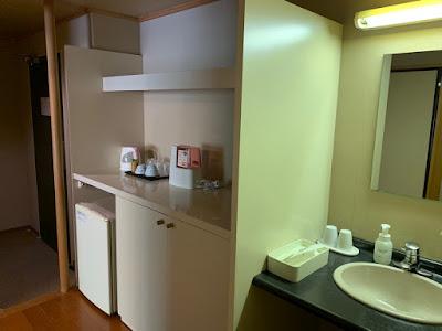 冷蔵庫と洗面台